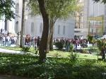 No sábado, 22/jun, na praça Santos Andrade, em frente ao prédio histórico da UFPR, manifestantes começam a se reunir