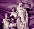 Magbola Alhadi, de 20 anos, e seus três filhos passaram meses convivendo com bombardeios aéreos na Vila de Bofe, onde viviam, no Sudão do Sul. Em agosto de 2012, soldados invadiram o local atirando contra a casa da família, que fugiu levando uma panela. Segundo Alhadi, o objeto era pequeno o suficiente para carregar na viagem de 12 dias rumo ao campo de refugiados e grande o bastante para cozinhar para toda a família