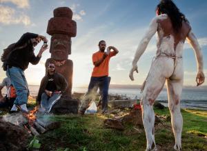Naativo rapanui com o corpo pintado na Ilha de Páscoa (Rapa Nui) que fica a 3,5km do Chile.