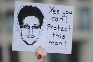 Cartaz de apoio a Snowden em comício em Berlim, Alemanha