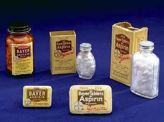 Algumas das apresentações primárias da Bayer Aspirin, em fins do século XIX.