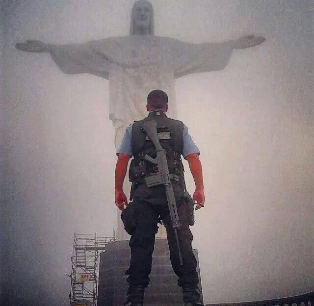 Policial Cristo Redentor